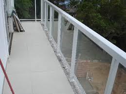 O corrimão de escada feito de corda é bem diferente e divertido. Guarda Corpo De Metalon Vidracaria Ideal