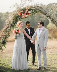 Wedding Arches That Will Instantly Upgrade Your Ceremony Sorry Diy The Thesorrygirls Decor Drapes Wood Photobooth Photoshoot Summer Flower Girls Arbor Arch