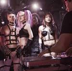 frivol club nackt modell stehen