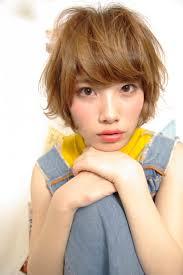 小松 ショート カジュアル くせ毛風 パーマ ふわふわ人気のヘアスタイル