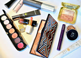 reflecting only thir s for a full face the makeup emplo is tried tested and true with a couple new gems thrown in for good mere