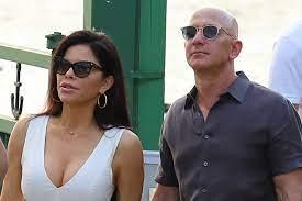 Jeff Bezos throws Lauren Sanchez two ...