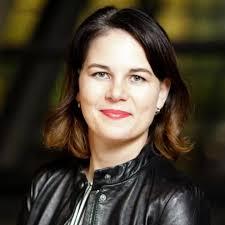 She has been married to daniel holefleisch since 2007. Annalena Baerbock Ein Madchen Tagesthemen Moderatorin Greift Mit Tweet Daneben Stern De