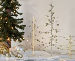 Wire Christmas Tree Decor by scratchandstitch.com