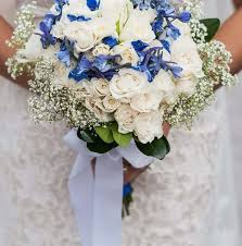 blue and white diy wedding flowers