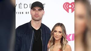 She is an american country music singer and actress. Jana Kramer And Mike Caussin S Split Leaves Whine Down Fans Wondering What S Next Cnn