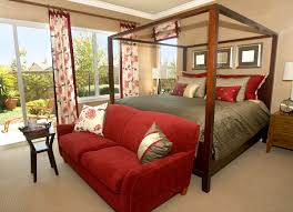 Pros and Cons of Canopy Beds | Custom Home Group
