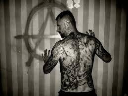 Oprátka Ptáček I Mandala Tetování Hvězd Seriálů Televize Nova Vás