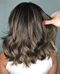 Vale ressaltar, não é preciso iluminar os cabelos com o tom loiro. Facebook