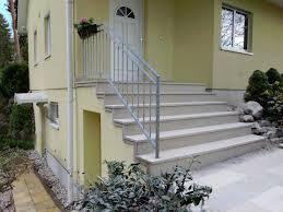 Bei der variante 'treppe stirnseitig' ist es auch möglich die treppe ohne podest zusammenzubauen. Baustoffe Bauelemente Treppe Aussen Haus Eingang Podest Naturstein Granit Beton Stufe Tritt Beige Relpcam Com Br