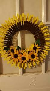 Pin by Gloria Rhodes on manualidades in 2020 | Clothes pin wreath, Clothes  pin crafts, Wreaths