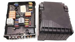fuse relay block vw jetta rabbit mk under hood box fuse relay block 05 09 vw jetta rabbit mk5 2 5 under hood box