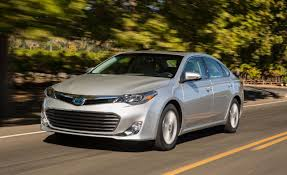 Toyota Avalon Hybrid Styles & Features Highlights