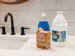 how to clean shower doors with vinegar