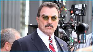 Tom Selleck, signs For, blue Bloods