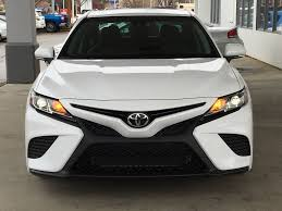 White[Alpine White] 2018 Toyota Camry SE Front Vehicle Photo In Kelowna BC