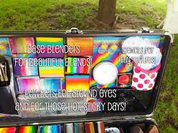 in the lid yes it s magnetic as i lined it with metal i stuck my base blenders for creating beautiful erflies sunsets rainbow kitties and tigers