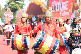 Adapun terkait budaya seni musik, jenis alat musik tradisional yang diperkirakan asli berasal dari budaya jawa timur adalah bonang. File Alat Musik Khas Daerah Indonesia Jpg Wikimedia Commons