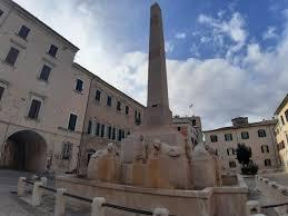 JESI / La fontana resti in Piazza Federico II, scatta la raccolta firme -  QdM Notizie