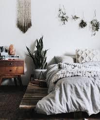 minimalist-boho-bedroom-neutral