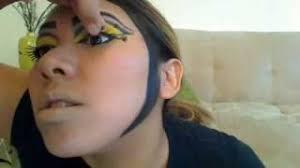 makeup queen bee