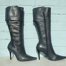 clarks trace shine rrp 105 the dark grey upper features fine contrast stitching cuff detail heel loop tab and inside zip fastening the