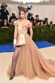 Design Your Own Red Carpet Dress Imagem Discovered By Kenya Baldeon Discover And Save