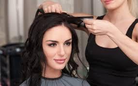 好みの髪型メイクでわかる深層心理セミロングヘアの女子は気配り上手