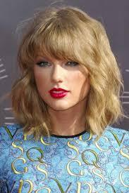Welliger Bob Mit Geradem Pony Taylor Swift Haircut Pinterest