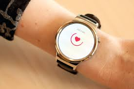 huawei smartwatch on wrist. huawei smart watch smartwatch on wrist