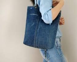 デニムバッグの作り方 必要なもの デニムリメイクでバッグを作りたいときに必要なものは、以下の通りです。 ・ジーンズ ・お好みの柄の古着(裏地用) あとは、基本的な裁縫道具があれば作れます。 サスティーン 限界 èµ°ã'‹ エプロン リメイク バッグ 作り方 Middleboromidday Com