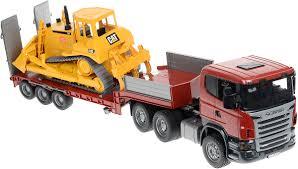 <b>Bruder Тягач</b> с прицепом–платформой <b>Scania</b> и гусеничным ...