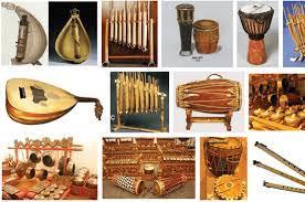 Musik karang dodou merupakan musik jenis ritual yang dapat disaksikan pada saat upacara adat tertentu misalnya acara memandikan bayi/memberikan nama bayi (upacaranoka pati) ,mengobati orang sakit keras sehingga rohnya perlu dipelihara/disimpan. Musik Tradisional Indonesia Arts Quiz Quizizz