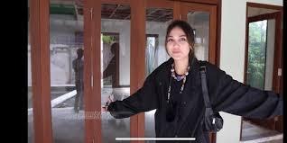 Dear arıel, kata luna maya kamu jangan lelet !! Bukan Cuma Mercy Ini Potret Mobil Luna Maya Yang Harganya Lebih Dari Rp2 Miliar Merdeka Com