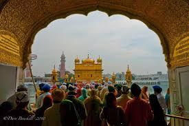 golden temple of amritsar s shining star the planet d golden temple of amritsar crowds