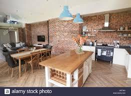 Wohngebäude Mit Offene Küche Wohn Und Essbereich Stockfoto