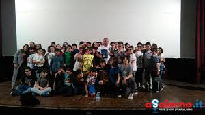 Il maestro di judo Gianni Maddaloni con i ragazzi delle medie e superiori  di Salerno - FOTO