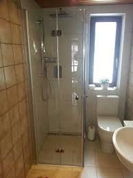 Kleines Bad Mit Dusche Und Wanne Badgestaltung Mit Freistehender
