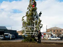 I Defy You To Come Up With A Worst Christmas Tree Than These U2013 NewsFigWorst Christmas Tree
