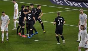 Nicht nur der titel, sondern auch das damalige deutschland trikot ist in bester erinnerung geblieben. Deutschland Schlagt Rumanien Dank Gnabry Wm Qualifikation Im Liveticker Zum Nachlesen