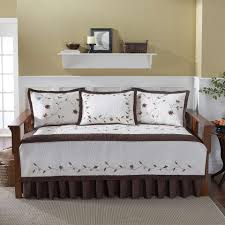 heirloom daybed bedding with exciting decorative pillows and cozy sisal rugs