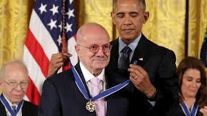 """Eduardo Padrón, el latino al que Obama le dio la medalla más prestigiosa  del país por presidir """"una máquina de sueños"""": la mayor universidad de  EE.UU. - BBC News Mundo"""