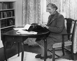 الكاتبة الشهيرة أجاثا كريستي