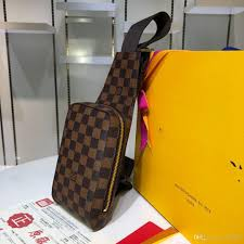 Man Cross Body Bag Designer Fashion Travel Chest Bag Man Real Leather Crossbody Messenger Back Pack Mens Shoulder Bags Designer Crossbody Bag