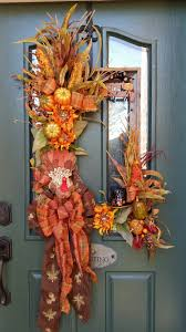 67 Cute And Inviting Fall Front Door Décor Ideas - DigsDigs
