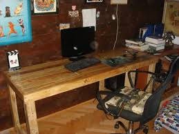 but going through a shortage of money then this DIY pallet computer desk  will surely make great help to you.