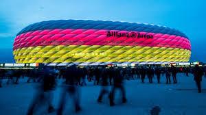 """Die europameisterschaft 2021, die trotzdem unter dem titel """"euro 2020 laufen wird, ist schon etwas ganz besonderes, bevor der erste ball auch nur gerollt ist.nicht nur weil der bewerb aufgrund des coronavirus um ein jahr verschoben wurde, sondern auch erstmals in der geschichte des turniers findet der wettbewerb in 11 verschiedenen em 2021 spielorten statt. Fussball Em 2021 Munchen Bleibt Spielort Munchen Sz De"""