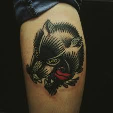 черный волк тату на голени парня в стиле олд скул фото рисунки