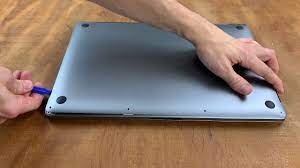 Apple MacBook Pro 16 2019 Laptop Review: A convincing Core i9-9880H and  Radeon Pro 5500M powered multimedia laptop - NotebookCheck.net Reviews