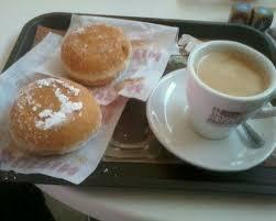 Resultat d'imatges de cafe con leche donuts